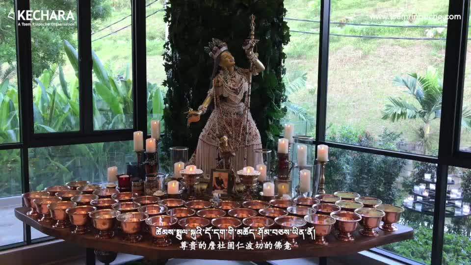 Tsem Rinpoche's personal shrine. May everyone who view the shrine be blessed and have peace.