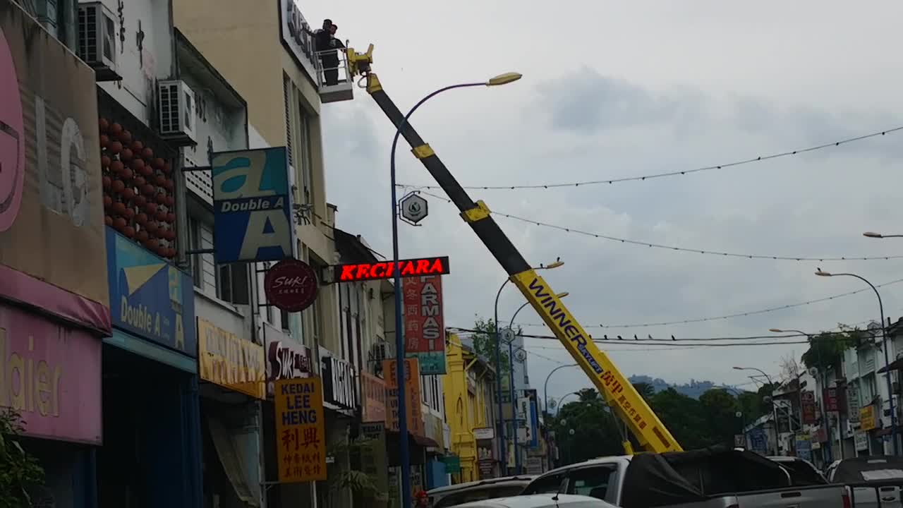 Bigfoot Sign Arrives in Betong