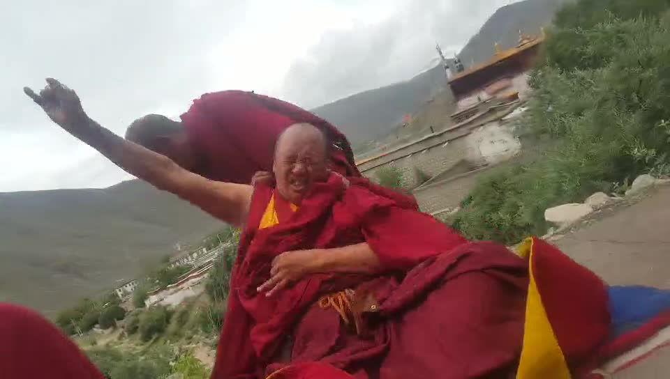 Spontaneous trance in Tibet by powerful healing Protector Dorje Shugden of a monk who usually takes trance.